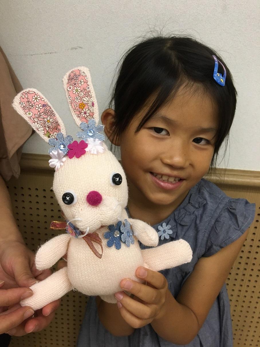 [モードに咲く花展]ワークショップ「親子でお花大すき手ぶくろウサちゃんを作ろう」、可愛いウサギが出来あがりました!