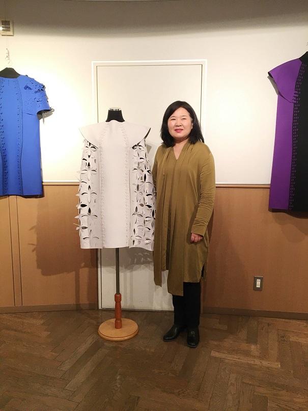 [ギャラリー情報] 1/10(金)まで、東西大学校ファッションデザイン学科・申惠京教授の展覧会「Cutting Edge(カッティングエッジ)」開催中!